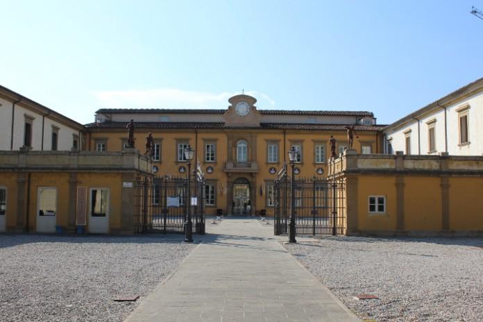 Facciata della Biblioteca Ragionieri di Sesto Fiorentino