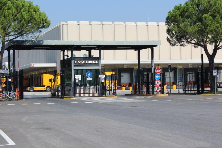 All osmannoro il polo logistico di riferimento per il for Supermercati esselunga in italia