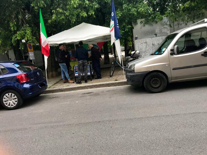 Banchino Fratelli d'Italia a Sesto