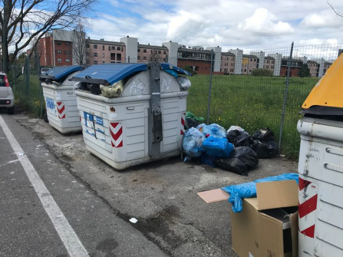 Cassonetti via Petrosa 12 maggio 2019