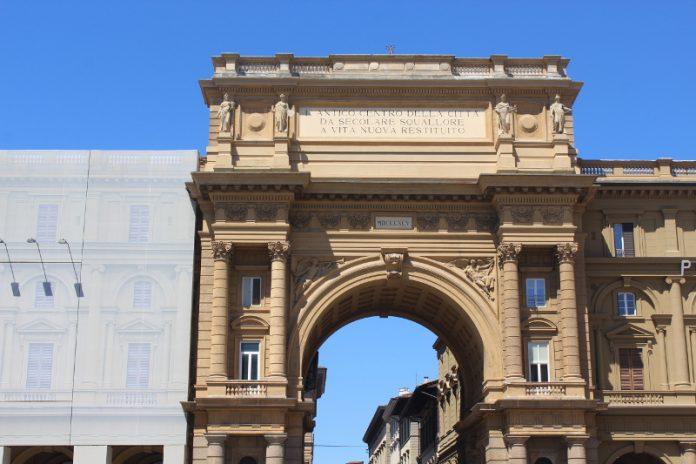 Piazza della Repubblica - Arco